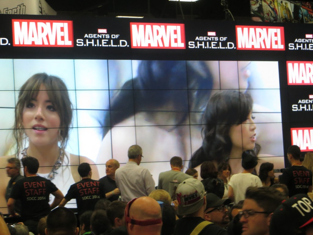 Photo of Marvel Agents of Shield autographing at Comicon 2014